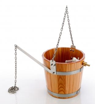Eliga Schwalldusche aus Holz mit Kette für Sauna Bild 1